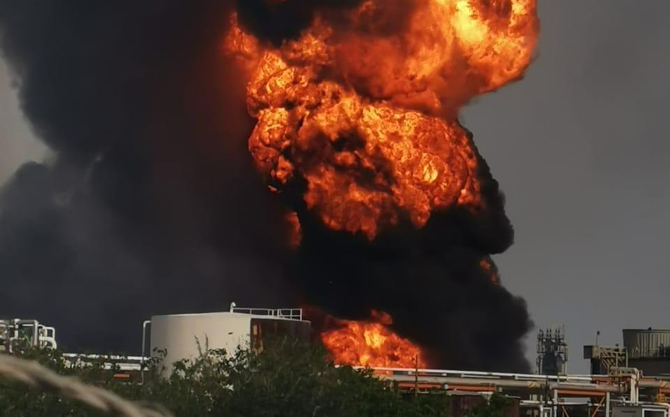 Veracruz. Reportan incendio en refinería de Pemex en Minatitlán