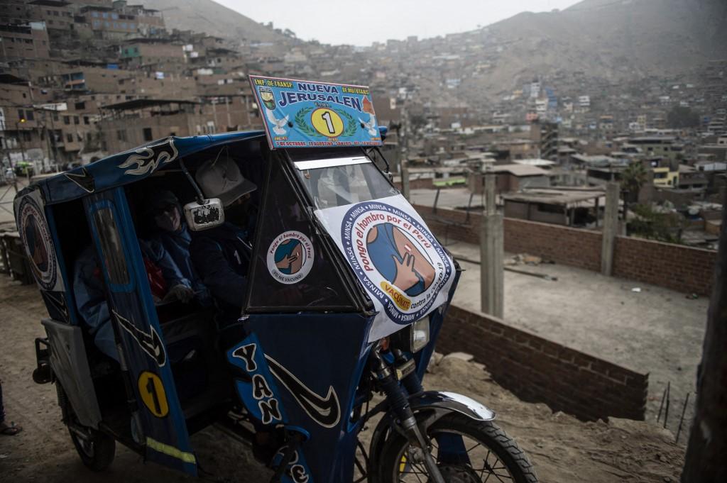 india conductor convierte mototaxi ambulancia 1 Nuestro País