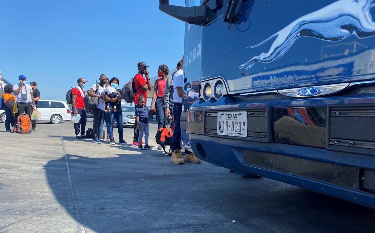 Florida demanda al gobierno de Biden por política migrante que libera indocumentados