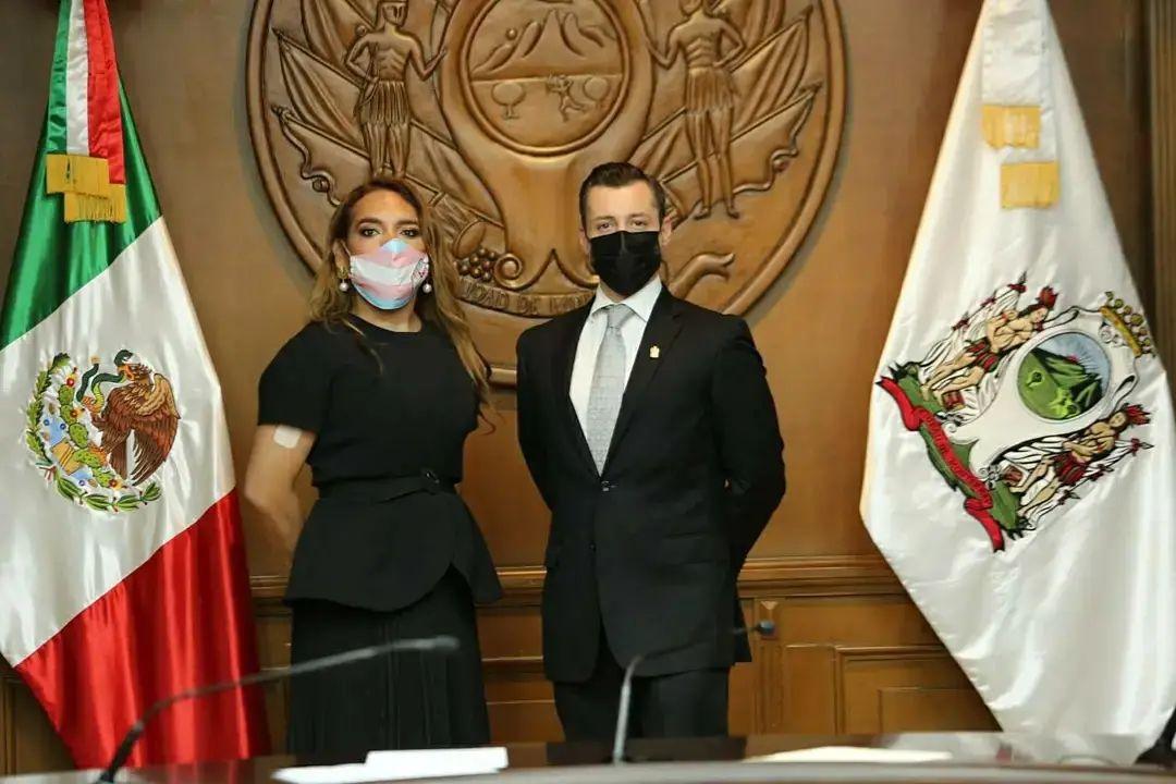 Primera funcionaria trans en NL toma protesta como regidora de Monterrey