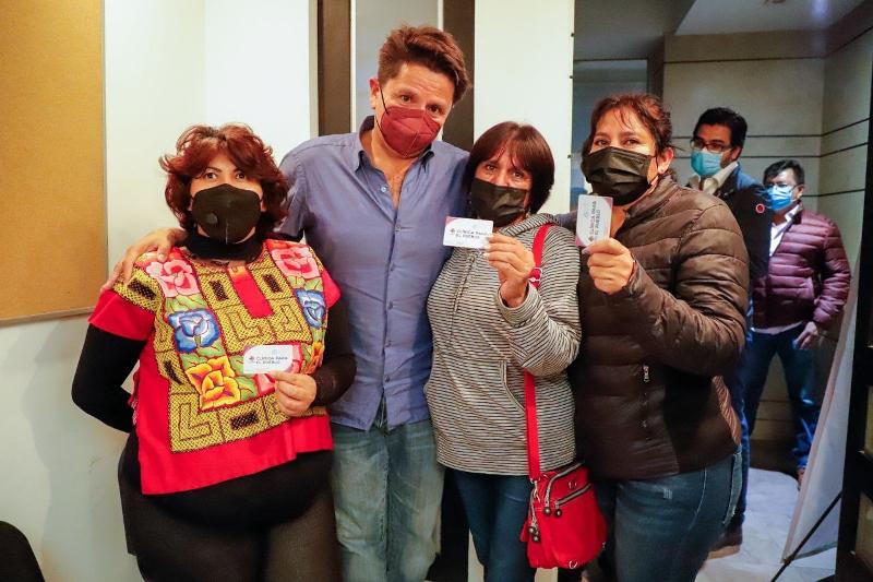 Inaugura Cuauhtémoc Ochoa clínica de atención médica gratuita en Pachuca